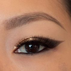 Metallic bronze gradient cat eye makeup. Urban Decay naked and Stila Magnificent Metals Foil Finish eyeshadow in Comex Gold