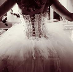 Love the corset on this costume