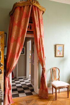 Vintage Interior Design, Office Interior Design, Workspace Inspiration, Interior Inspiration, Lucinda Chambers, London House, Paper Decorations, Knock Knock, World Of Fashion