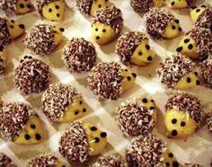 orechovi jezci Slovak Recipes, Czech Recipes, Baking Recipes, Cookie Recipes, Dessert Recipes, Desserts, Christmas Sweets, Christmas Cookies, Cute Snacks