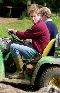 Prince William announces plans to study agricultural course in Cambridge in 2014 - hellomagazine.com