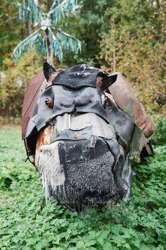 Maanviljelijästä kansainvälisesti tunnustetuksi taiteilijaksi – Katso miltä näyttävät itseoppineen taiteilijan Alpo Koivumäen eksoottiset romueläimet   Egenland   yle.fi Hiking Boots