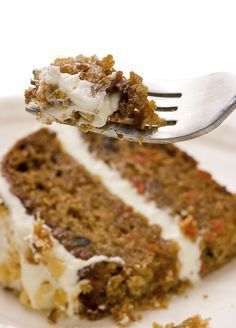 Trisha Yearwood Family Carrot Cake: 3 cups Granulated Sugar - 1 cups -Corn Oil - 4 large Eggs - 1 tablespoon Vanilla Extract - 3 cups All-Purpose Flour - 1 tablespoon Baking Soda - 1 tablespoon Ground Cinnamon - 1 teaspoon salt - 1 cups chopped Just Desserts, Delicious Desserts, Yummy Food, Baking Recipes, Cake Recipes, Dessert Recipes, Pudding Recipes, Food Cakes, Cupcake Cakes