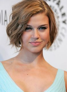 Chic Natural Look Short Wavy Bob Haircut – Adrianne Palicki Short Hairstyle | Hairstyles Weekly