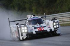 Porsche сняли потрясающий ролик-поздравление Audi с победой в Ле-Мане и поблагодарили свою собственную команду.