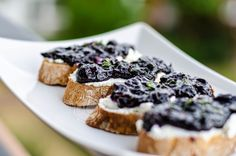Blueberry Chutney ~ Mangiare squisito ~ Foodblog Chutneys, I Foods, Dips, French Toast, Breakfast, Morning Coffee, Sauces, Chutney, Dip