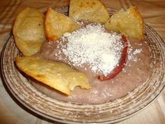Suscribete a mi canal, solo haz click aquí  http://full.sc/L3ptCp    Aqui esta la receta de mi abuelita, sobre como  hacer los frijoles refritos.    Mis otras paginas de redes sociales:  http://larecetadelaabuelita.net  http://pinterest.com/recetasabuelita/  http://www.amazon.com/Receta-abuelita-Spanish-Yessica-Perez/dp/0615514251/ref=pd_rhf_gw_p_t_1  ht...