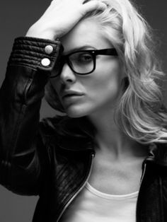 Bit of a girl crush on gorgeous michelle pfeiffer happening here. Michelle Pfeiffer, Pretty People, Beautiful People, Beautiful Women, Mein Style, Hollywood, Glamour, Celebrity Portraits, Girls With Glasses