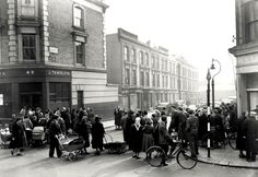 A crowd of onlookers gathered at the end of Rillington Place, Notting. London Pictures, London Photos, London History, British History, Vintage London, Old London, Ghost Hunting, London Street, Serial Killers