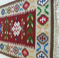 ro covor lana unicat hand-made Traditional Rugs, Romania, Bohemian Rug, Projects To Try, Textiles, House Design, Carpets, Handmade, Country