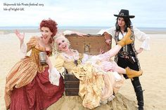 Scarlett & Giselle NL in the Treasure chest with Angelica Teach ! Shipwreck Isle Pirate festival 2015