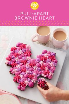 Forget the box of candies—give your sweetie a treat they'll love to eat with this Pull-Apart Brownie Heart. Valentine Candy Hearts, Valentines Day Desserts, Valentine Cake, Cake Brownies, Brownie Cake, Cupcake Decorating Techniques, Rose Icing, Buttercream Cake Decorating, Pull Apart Cake