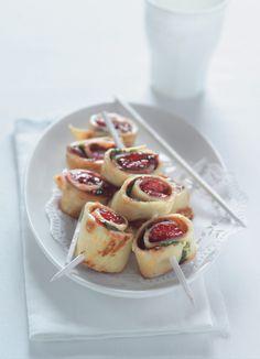 Šneci na špejli z palačinek plněných ovocným želé. Zábavné! Waffles, Cheesecake, Breakfast, Food, Morning Coffee, Cheesecakes, Essen, Waffle, Meals