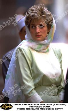 13/05/92 PRINCESS DIANA VISITS THE CAIRO MOSQUE IN EGYPT