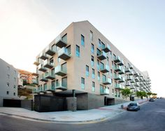 103 Social Housing Units In Turo Del Sastre / Batlle & Roig Architects