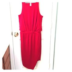 Banana republic sexy red dress Stunning color. Keyhole back, draping, asymmetrical bottom. Perfect for a holiday party. Banana Republic Dresses Midi