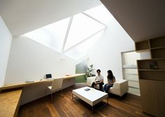 """Tokyo house by Atelier Tekuto with skylight to """"frame the sky"""""""