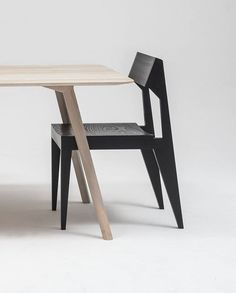 Wood grain presented in a highly aesthetic combination. MEYER table and SCHULZ chair made of solid ash wood.