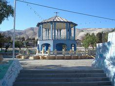 plaza Chuquicamata, foto césar morales (chatohumilde) Plaza, Explore, Mansions, Retro, House Styles, Home Decor, Happy Brithday, I Love, Enemies