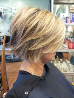 Salon Cheveux Westwood, KS love this cut and color! Bob Hairstyles For Fine Hair, Mom Hairstyles, Medium Hairstyles, Short Haircuts, Popular Haircuts, Everyday Hairstyles, Bobs For Thin Hair, Thick Hair, Haircut Styles
