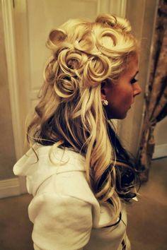 Pin up girl hair Vintage Hairstyles, Cute Hairstyles, Wedding Hairstyles, Rockabilly Wedding Hair, Rockabilly Fashion, Hair Wedding, Gold Wedding, Summer Wedding, Dream Wedding