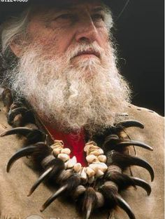 Bearded mountain man wearing a grizzly bear claw necklaces Rocky Mountains, Mountain Man Clothing, Bear Claw Necklace, Mountain Man Rendezvous, Longhunter, Fur Trade, Bear Claws, American Frontier, Native American Art