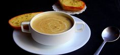 Soup is basically love in a bowl. So why not try the best mushroom soup recipe ever? Trust me, your guests will love it! Best Mushroom Soup, Mushroom Soup Recipes, My Favorite Food, Favorite Recipes, Stuffed Mushrooms, Stuffed Peppers, Cauliflower Soup, Eat Smart, Granola