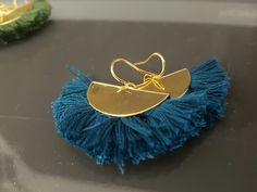 Boucles d'oreilles pompons de couleur au choix : Boucles d'oreille par creamainboutique Tassel Necklace, Earrings, Etsy, Jewelry, Fashion, Pom Poms, Ears, Unique Jewelry, Boucle D'oreille