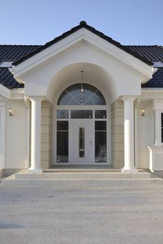 Realizacja projektu Rezydencja Parkowa on Behance My House Plans, Family House Plans, Luxury House Plans, Modern House Plans, House Front Design, Modern House Design, Style At Home, Bungalow Haus Design, Fixer Upper House