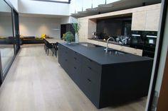 Schwarz, Küche, Dunkel, Farbe, Fronten, Idee, Küchendesign, Inspiration  Fotocredit: Daniel Flatz
