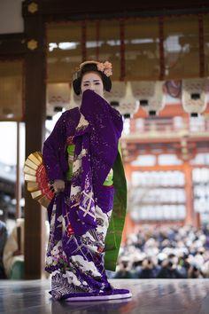 maiko chiyoko dancing in a stunning hikizuri  | japanese culture #kimono