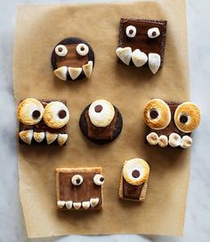 This campfire favorite is a perfect way to celebrate the fall season and Halloween! Kids will have a chance to get creative with these monster s'mores.