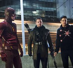 """The Flash -- """"Rogue Air"""" -- Image -- Pictured (L-R): Grant Gustin as Barry Allen / The Flash, Stephen Amell as Oliver Queen / Arrow and Robbie Amell as Ronnie / Firestorm -- Photo: Diyah Pera/The CW -- © 2015 The CW Network, LLC. All rights reserved. The Flash 2, The Flash Season 1, O Flash, Flash Arrow, Flash Tv Series, Cw Series, Dc Comics, Black Widow, Oliver Queen Arrow"""