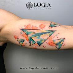 Φ Artist PEPO ERRANDO Φ  Info & Citas: (+34) 93 2506168 - Email: Info@logiabarcelona.com www.logiabarcelona.com #logiabarcelona #logiatattoo #tatuajes #tattoo #tattooink #tattoolife #tattoospain #tattooworld #tattoobarcelona #tattooistartmag #tattoosenbarcelona #tattooisartmagazine #tattoos_of_instagram #ink #arttattoo #artisttattoo #inked #instattoo #inktattoo #tatuagem #tattoocolor #brazo #tattooartwork #avion #papel #airplane #paper