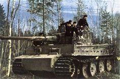 Panzerkampfwagen VI Tiger Ausf. E (Sd.Kfz. 181) | Il manque à ce Tiger le frein de bouche de son 8,8 cm (censure ?), les garde-boues et même un galet de route !