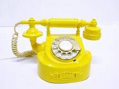 Cute retrolicious! yellow phone