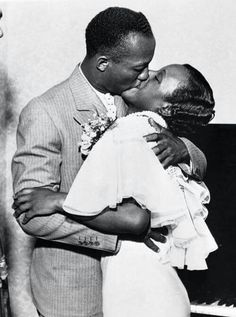 American track and field athlete and four-time Olympic gold medalist, Jesse Owens, kisses his new bride, Minnie Ruth Solomon. Celebrity Wedding Photos, Celebrity Weddings, God Centered Relationship, Berlin Olympics, James Cleveland, Jesse Owens, Long Jump, Sports Figures, Kissing Him