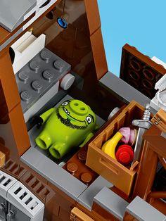 Secret hiding spot feature 75825 - LEGO® The Angry Birds Movie™