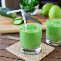 Green Smoothies are packed with fiber, protein and other essential nutrients. Try these easy tips to make vegetable healthy breakfast smoothies. Vegetable Smoothies, Healthy Green Smoothies, Green Smoothie Recipes, Juice Smoothie, Breakfast Smoothies, Smoothie Drinks, Healthy Drinks, Cucumber Smoothie, Healthy Recipes