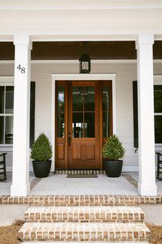 Trendy Ideas For Farmhouse Front Door Colors Garage Exterior Front Doors, Exterior House Colors, Entry Doors, Exterior Design, Front Entry, Craftsman Door Exterior, Garage Doors, Double Front Doors, Front Door Entrance