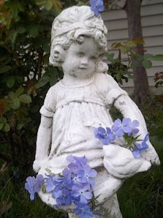 Romantic garden statue - Gardening For You Love Garden, Flowers Garden, My Secret Garden, Secret Gardens, Garden Statues, Garden Sculptures, Romantic Homes, Garden Ornaments, Yard Art
