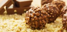Chocolate Hazelnut Truffles Recipe - Learn how to make delicious, crunchy and creamy Hazelnut Truffles Nutella Balls for the Christmas celebration. Italian Chocolate, Chocolate Hazelnut, Chocolate Peanut Butter, Chocolate Coating, Chocolate Lovers, Vegan Desserts, Delicious Desserts, Dessert Recipes, Plated Desserts