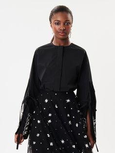 Shop for Oscar de la Renta Ready-to-Wear collection and designer fashion at the official ODLR website.