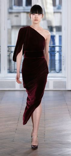 https://www.vogue.com/fashion-shows/fall-2018-ready-to-wear/ralph-and-russo/slideshow/collection#9