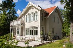 DD Hus AB - Karlsonhus, Villa Prästgården White Houses, Small Houses, Home Fashion, Exterior Design, Beautiful Homes, Villa, Mansions, Architecture, House Styles