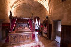 Rose Suite - Picture of Warwick Castle Tower Suites - Tripadvisor English Castles, Scottish Castles, Tudor Decor, Castle Rooms, Royal Bedroom, Warwick Castle, Castles In England, West Midlands, Inspired Homes