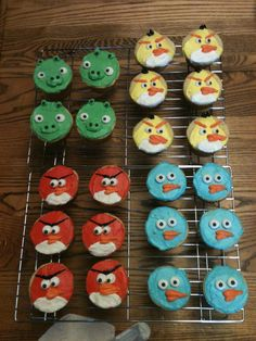:D Isaac's angry bird birthday cupcakes