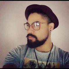 [...]Trago nesses pés o vento Pra te carregar daqui Mas você sorri desse jeito E eu que já perdi a hora e o lugar Aceito. #beard #bearded #home #music #piano #synth #sintetizer #cwb #curitiba #barbado #fome #beardes #beardmen #barba by f.caffe