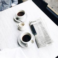 Chi al mattino beve caffè e legge il giornale ! Che sia un buongiorno !