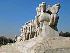Esse monumento é uma obra de Victor Brecheret e se trata de um dos maiores monumentos do mundo todo. Essa bela escultura é uma homenagem aos bandeirantes que desbravaram os sertões do Brasil. O Monumento às Bandeiras foi inaugurado no dia 25 de janeiro de 1953